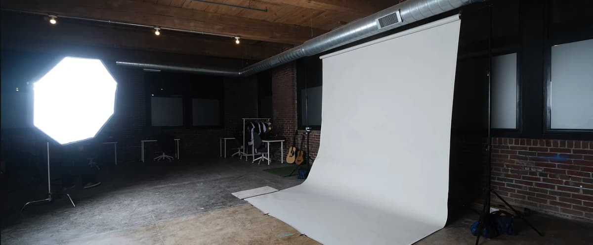 Large Studio Space for Photo & Video | Build Your Own Set in Philadelphia Hero Image in Kensington, Philadelphia, PA
