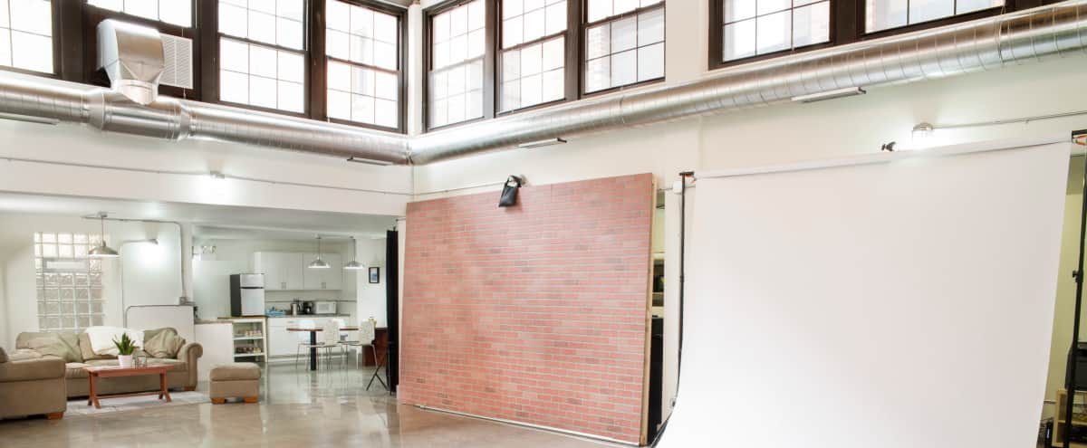 Large Studio in Lincoln Square with very tall ceilings & natural light in Chicago Hero Image in Ravenswood, Chicago, IL