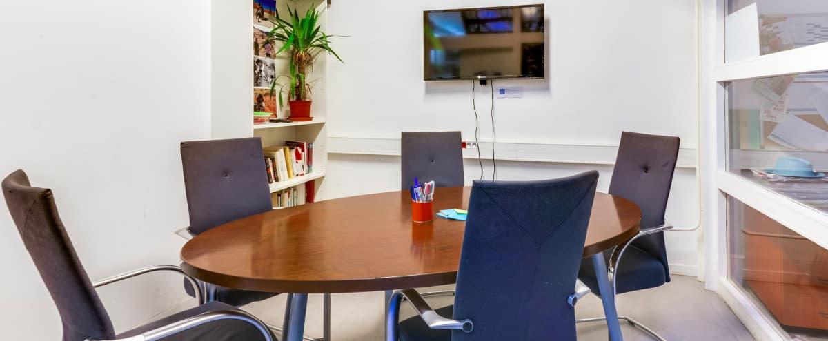 Salle de réunion équipée dans un lieu dédié à l'innovation sociale (9m2 / 6-7 personnes) in Paris Hero Image in Bastille, Paris,