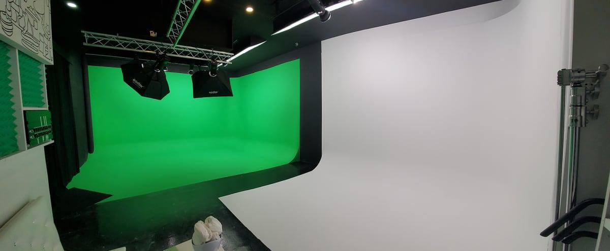 Green Screen and White CYC Studio in Bed-Stuy, Brooklyn in brooklyn Hero Image in Bedford-Stuyvesant, brooklyn, NY
