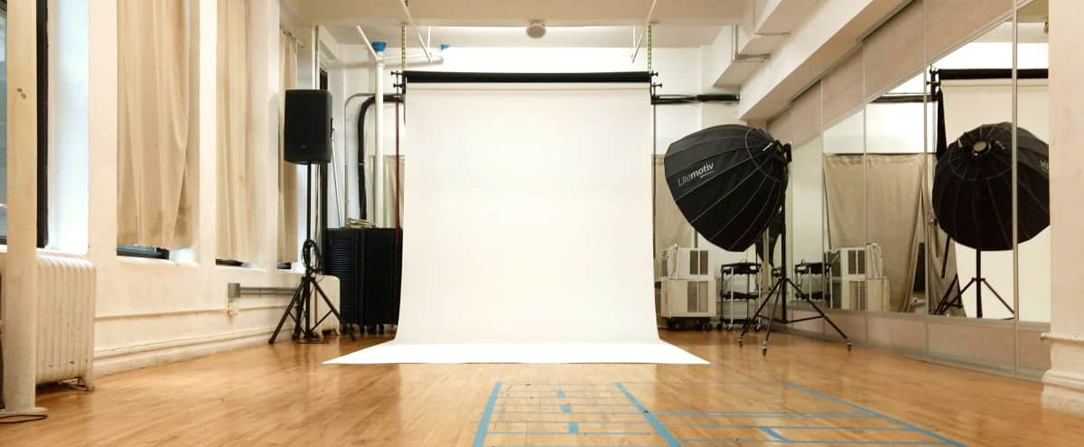 Affordable Photo Studio in Midtown Manhattan in New York Hero Image in Midtown, New York, NY