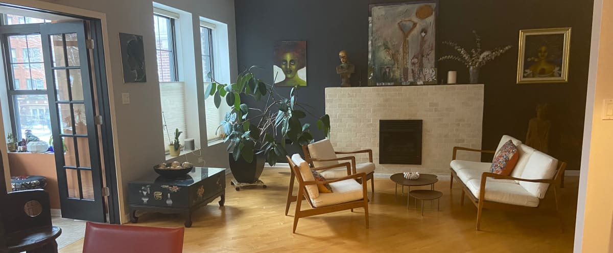 Eclectic Art-filled Space in Kenwood in Chicago Hero Image in Kenwood, Chicago, IL