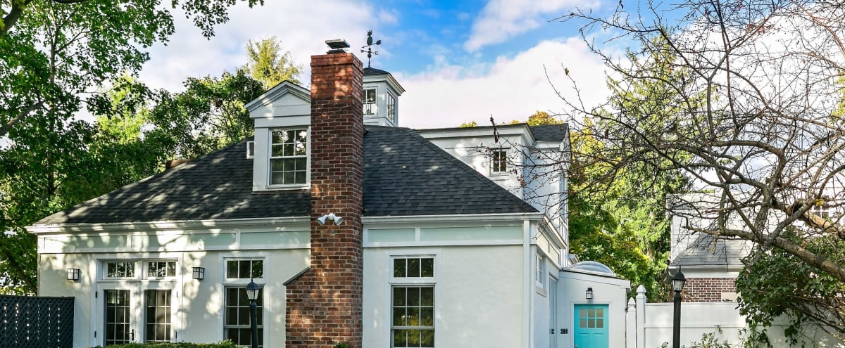 Charming renovated Carriage House in New Rochelle Hero Image in undefined, New Rochelle, NY