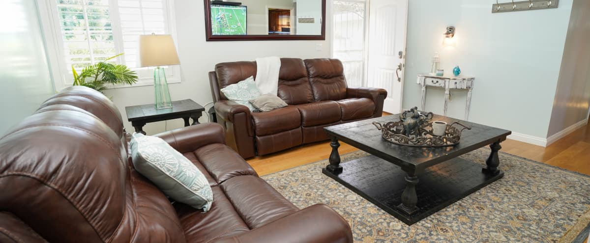 Charming Vacation Home Perfect for Small Meetings in Canyon Country Hero Image in Canyon Country, Canyon Country, CA