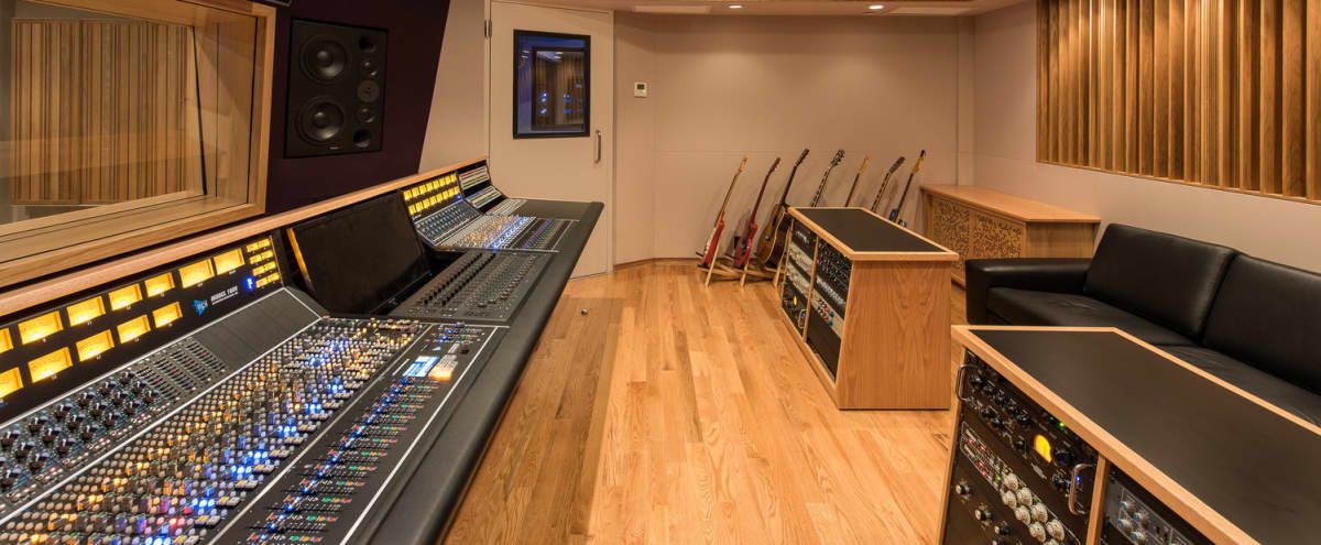 Designer private recording studios & live room with spacious lounge and full kitchen in the heart of Chelsea in New York Hero Image in Chelsea, New York, NY