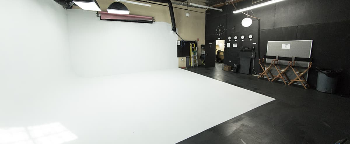 1,000 sq. ft Seamless Cyclorama Photo/Film Sound Stage in North Hollywood Hero Image in North Hollywood, North Hollywood, CA