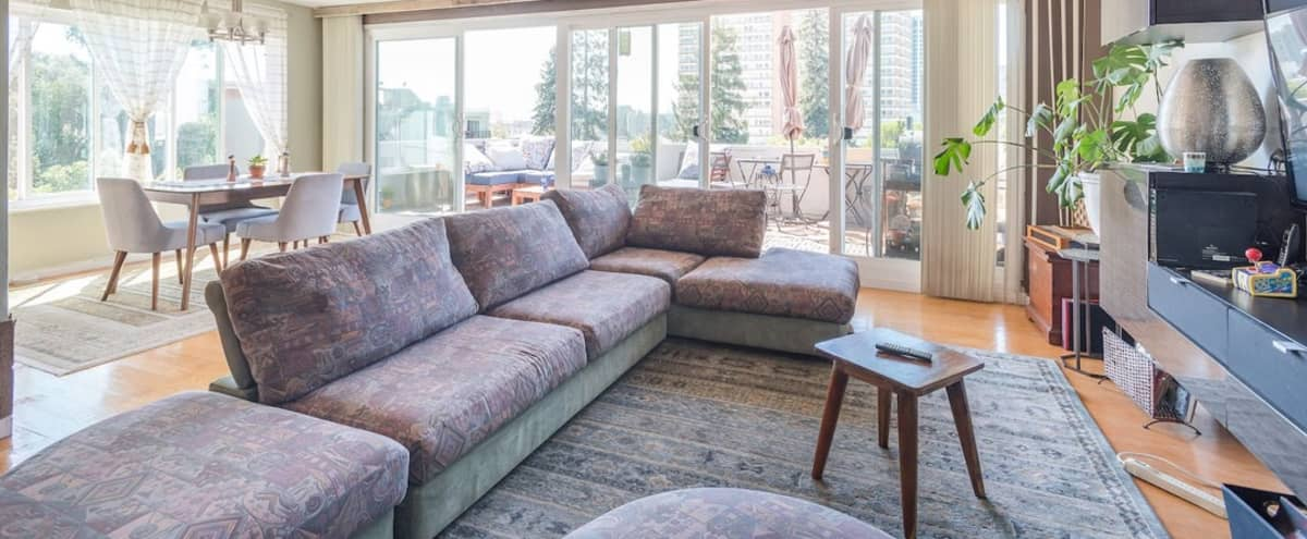 Mid-Century Penthouse w/Vocal Booth & Podcasting Desk - Just 2 Blocks from Lake Merritt in OaklandOakland Hero Image in Adams Point, OaklandOakland, CA