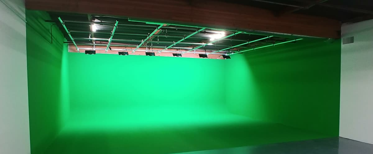 Affordable Green Screen Black Out Stage Cyc Lights Included