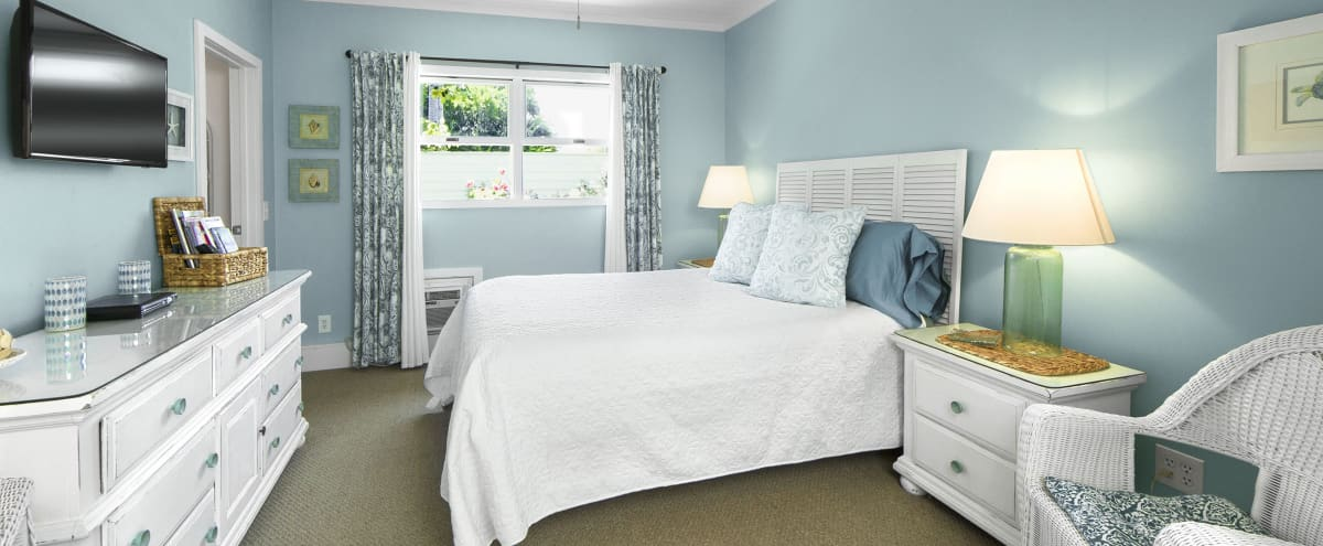 Beachy Bedroom! Bathroom/Walk in Closet/Kitchenette in Sherman Oaks Hero Image in Sherman Oaks, Sherman Oaks, CA