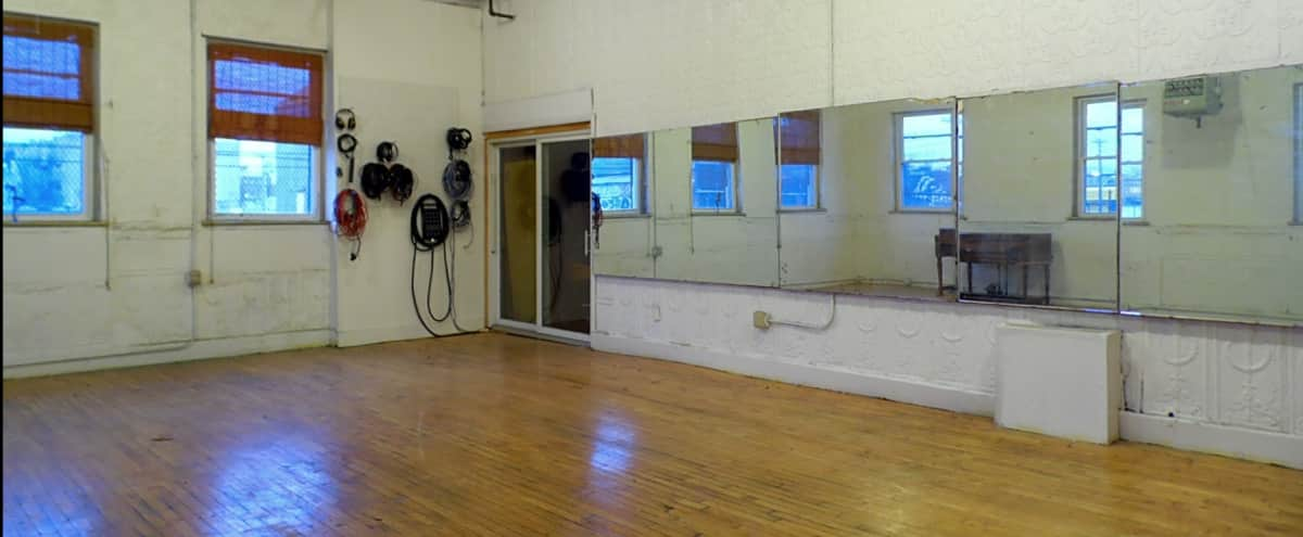Brooklyn Creative Studio With Pro Amenities in Brooklyn Hero Image in East Williamsburg, Brooklyn, NY