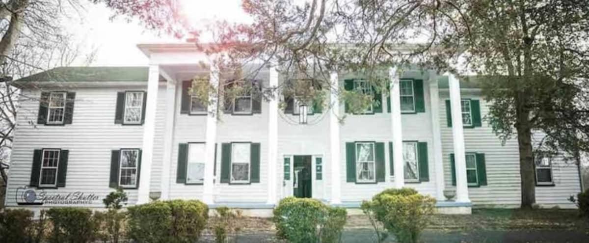 Historic & Spacious Mansion (Linville Manor) in Upper Marlboro Hero Image in Greater Upper Marlboro, Upper Marlboro, MD