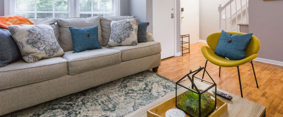 Cozy & modern 2 bedroom townhome in downtown Yorkville, steps away from Fox River in Yorkville Hero Image in undefined, Yorkville, IL