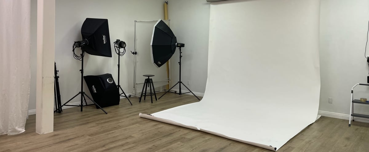 Professional Photo Studio with Lights, and Electronic Backdrops in El Monte Hero Image in undefined, El Monte, CA
