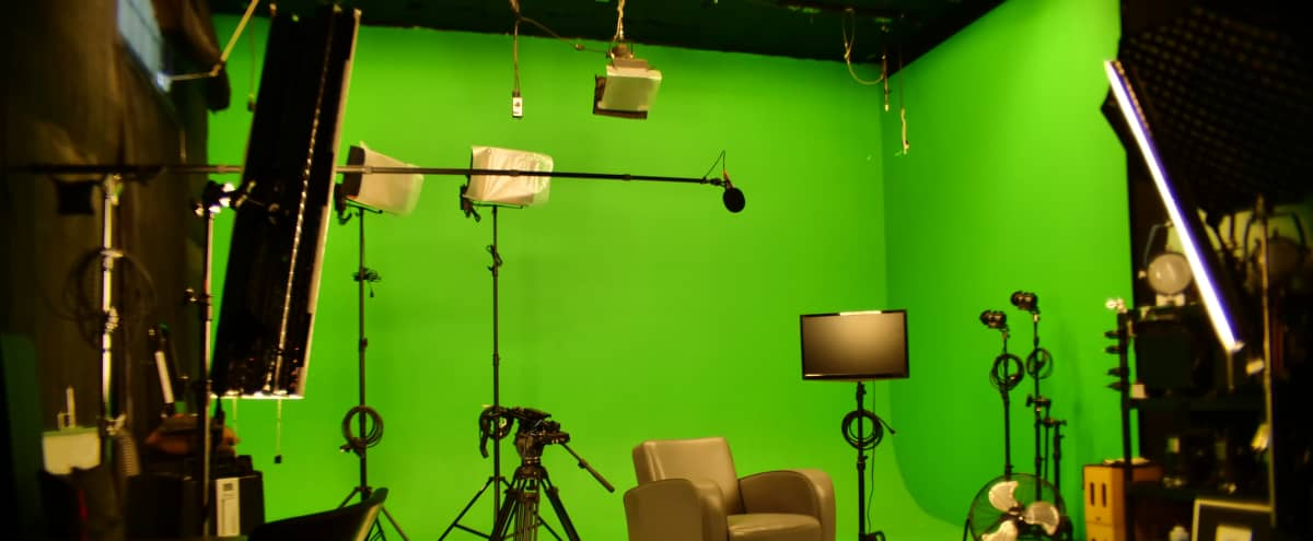Pre-Lit Photo/Video/Film Stage and Green Screen Studio in Sunland Hero Image in Sunland-Tujunga, Sunland, CA