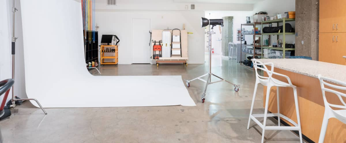 9ft Backdrop with Lights Available for rental! in Los Angeles Hero Image in Central LA, Los Angeles, CA