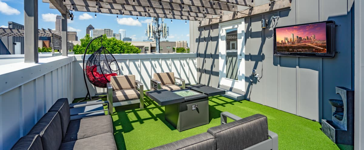 Modern Townhome with Private Skyline Rooftop | Oversized Windows | Free Parking in Dallas Hero Image in Old East Dallas, Dallas, TX