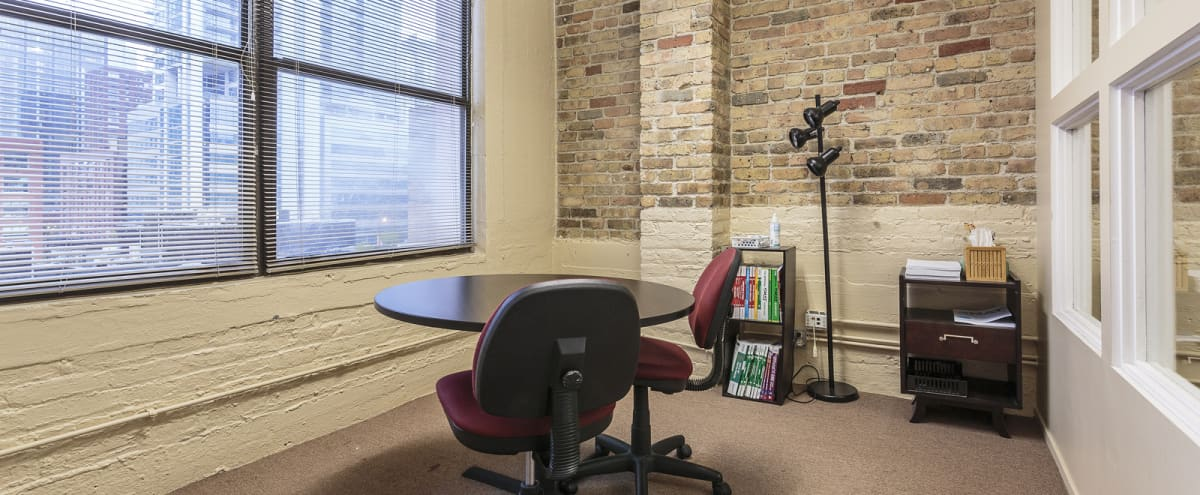 Small Team Meeting Rental Space in Chicago's River North Area in Chicago Hero Image in River North, Chicago, IL