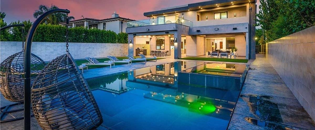 Contemporary Estate in Tarzana in Tarzana Hero Image in Tarzana, Tarzana, CA