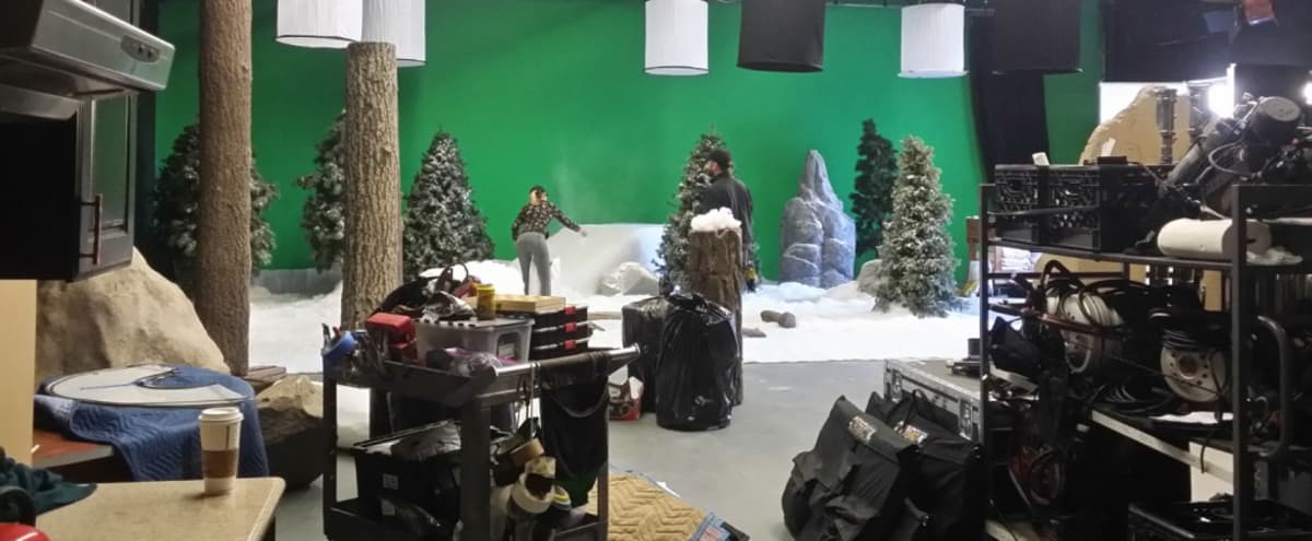 """Certified Film Studio – LA Stage """"B"""" - Pre-lit """"Green Screen"""" in Glendale - 10 TON STAGE AIR CONDITIONING SERVICE INCLUDED FREE WITH BOOKING in Los Angeles Hero Image in Atwater Village, Los Angeles, CA"""