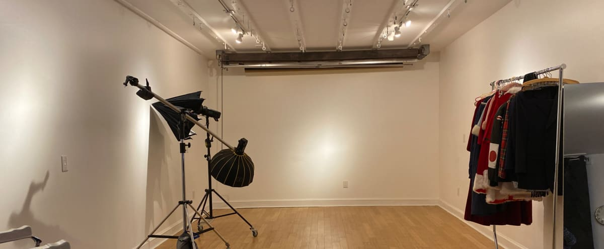 Intimate Old City Studio with Downstairs Hangout in Philadelphia Hero Image in Center City East, Philadelphia, PA