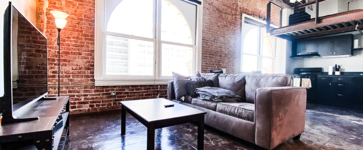 Spacious DTLA Penthouse with Beautiful View & Natural Lighting! in Los Angeles Hero Image in Central LA, Los Angeles, CA