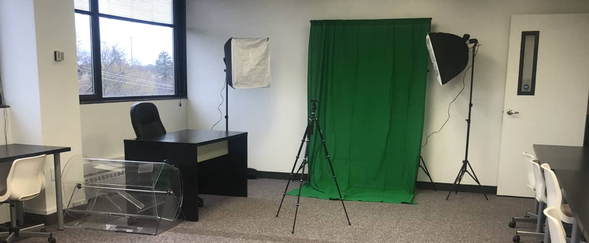 Roomy Photography Studio with excellent lighting in Franklin Park Hero Image in undefined, Franklin Park, IL