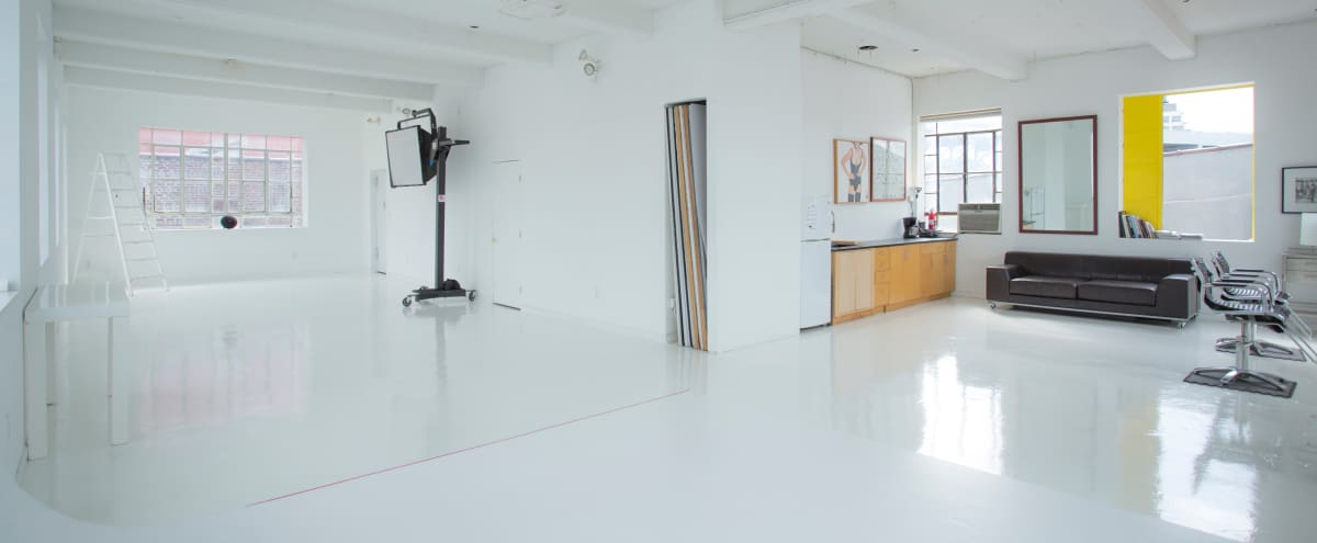 Daylight Photo Studio 1900 sqft / 12 ft Ceilings in Brooklyn Hero Image in Gowanus, Brooklyn, NY