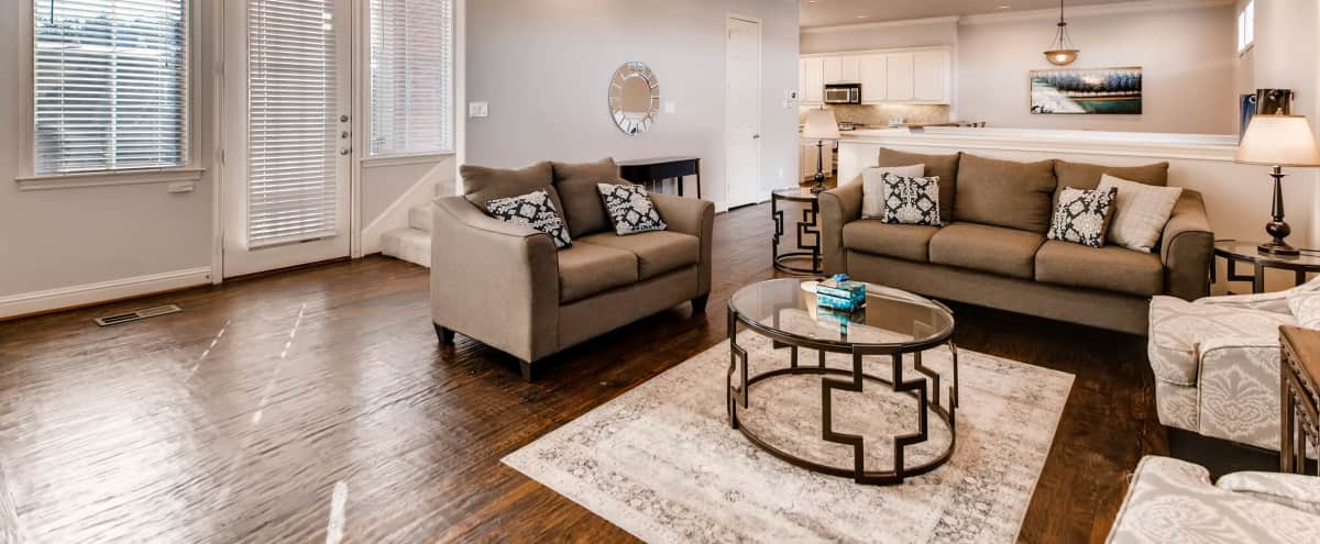Spacious Uptown Beauty in Dallas Hero Image in Oak Lawn, Dallas, TX