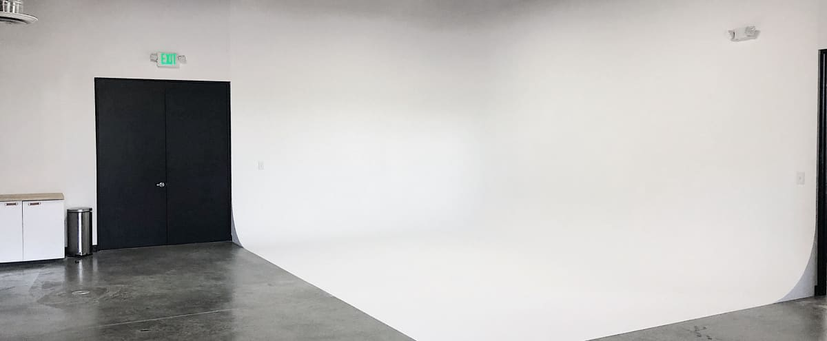 Photography & Film Studio in West Adams ($800 for full day rental!) in LOS ANGELES Hero Image in South Los Angeles, LOS ANGELES, CA