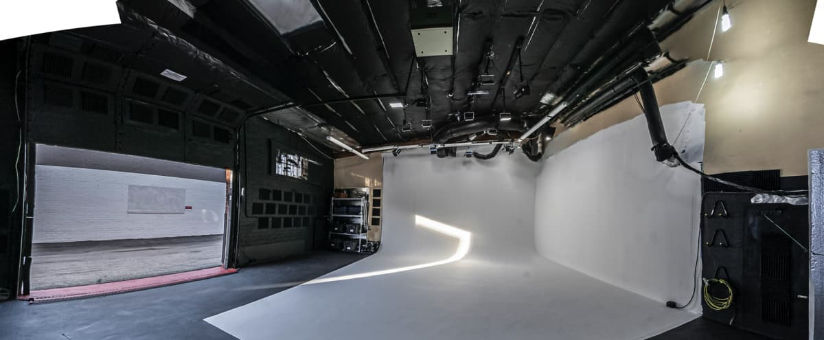1,000 sq. ft Seamless Cyclorama Photo/Film Stage in North Hollywood Hero Image in North Hollywood, North Hollywood, CA