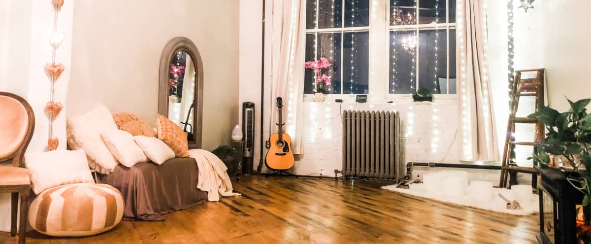 Your Luxurious, Shabby Chic Oasis! Boutique Studio in Pilsen in Chicago Hero Image in Lower West Side, Chicago, IL