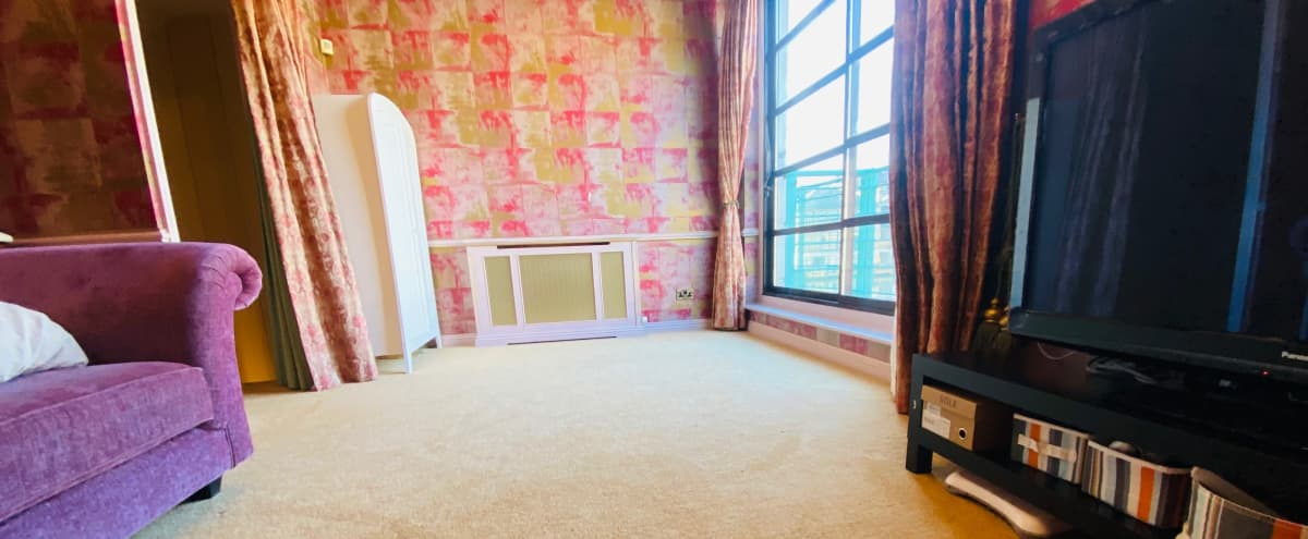Natural Light Studio With Lake View in London Hero Image in Rotherhithe, London,