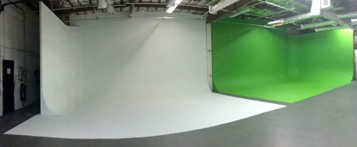 Green and White Screen Cyc Studio in Glendale Hero Image in Tropico, Glendale, CA