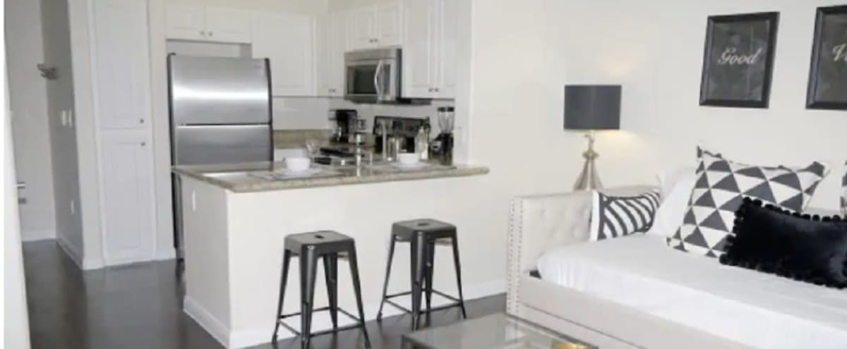 Lux LBC-Downtown! Cozy! Walk to major attractions! in Long Beach Hero Image in Waterfront, Long Beach, CA