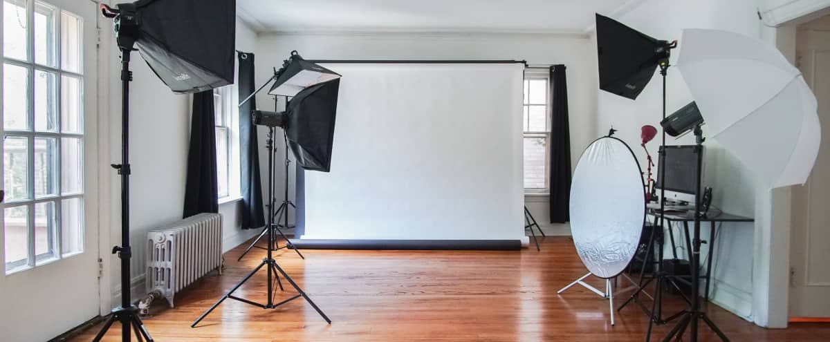 Lakeside Photography Studio w/ Great Lighting & Nearby Beach in Chicago Hero Image in Edgewater, Chicago, IL