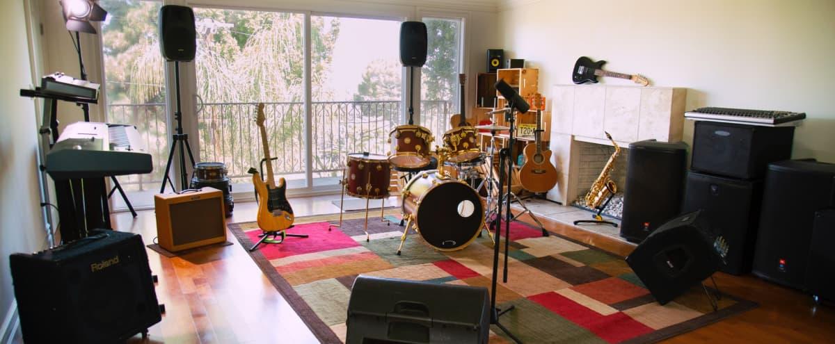 Adaptable Multimedia Recording Studio in Tarzana Hero Image in Tarzana, Tarzana, CA