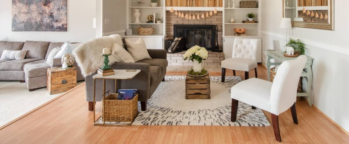 Versatile Designer Home Perfect for Gatherings in Ypsilanti Hero Image in undefined, Ypsilanti, MI