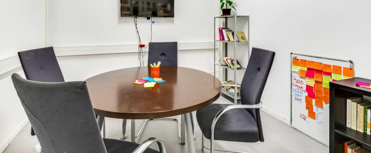 Salle de réunion équipée dans lieu dédié à l'innovation sociale (9m2 / 6-7 personnes) in Paris Hero Image in Bastille, Paris,