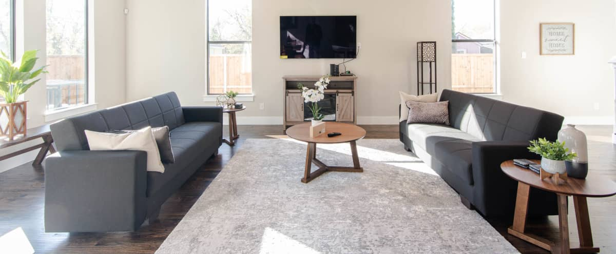 Large 5BR 2.5BR Home in Trinity Groves for Video Productions and Photoshoots in Dallas Hero Image in West Dallas, Dallas, TX