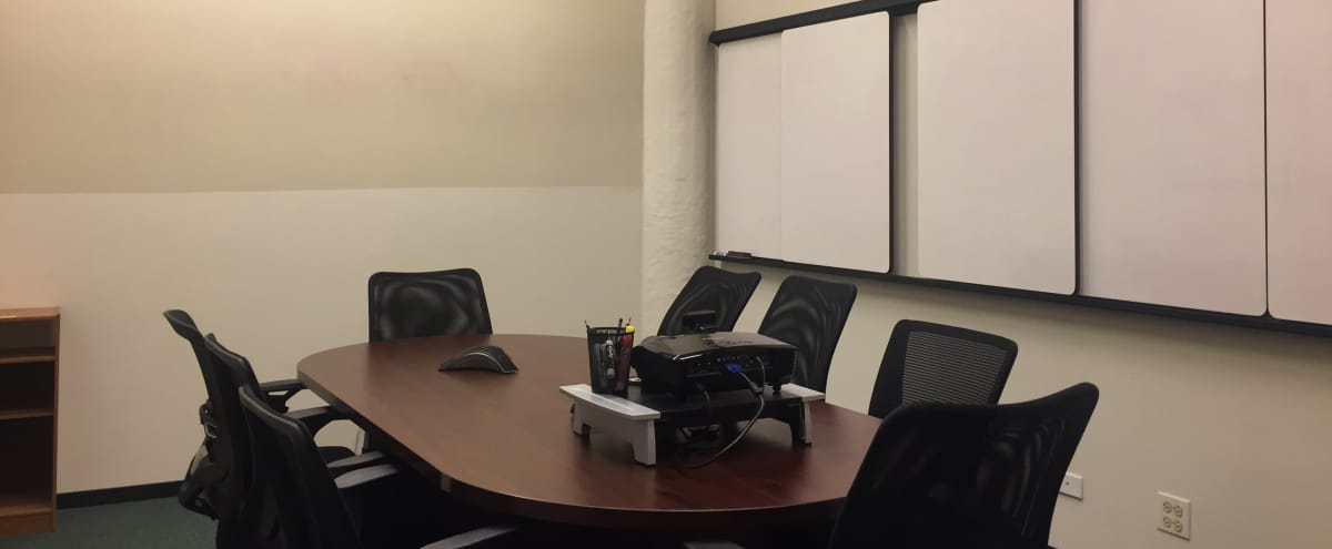 Private Meeting Room for 12 in Chicago Hero Image in South Loop, Chicago, IL
