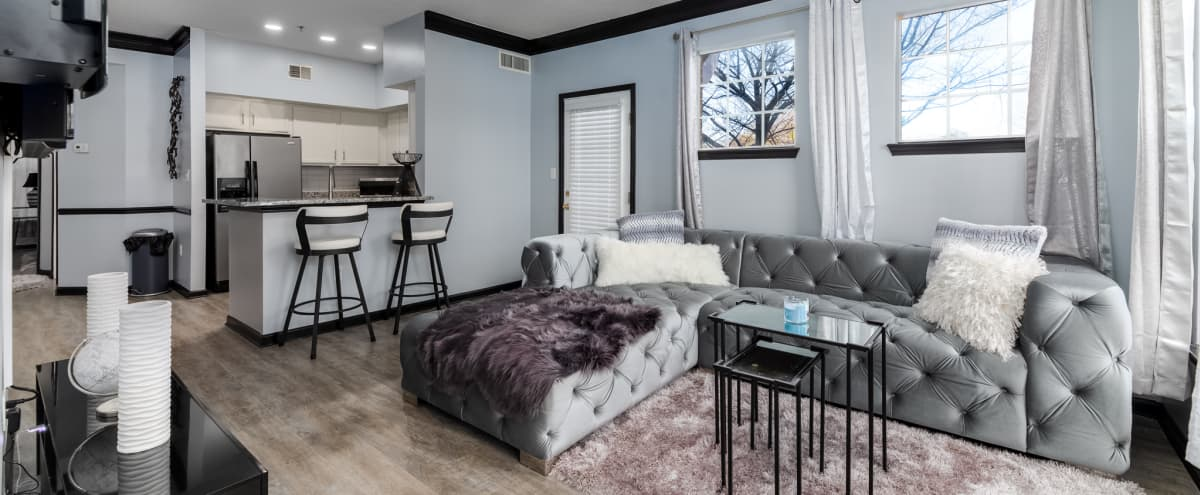 Luxurious 1 Bed Condo: mins from Downtown in Atlanta Hero Image in Betmar La Villa, Atlanta, GA