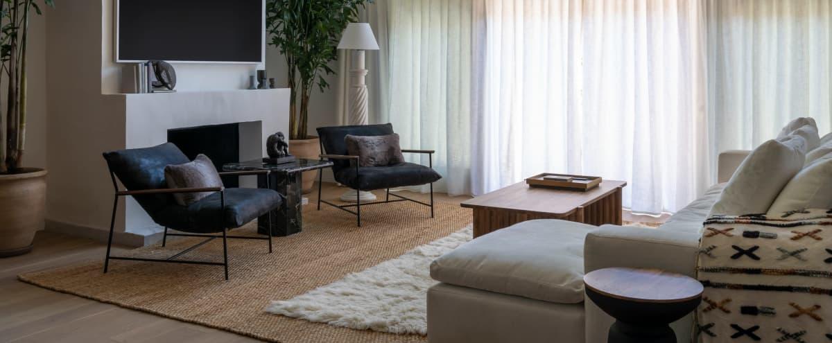 Luxurious Modern Home in Outer Los Angeles in Tarzana Hero Image in Tarzana, Tarzana, CA