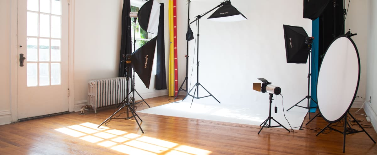 Lakeside Photo Studio w/ Natural Light & Nearby Beach in Chicago Hero Image in Edgewater, Chicago, IL