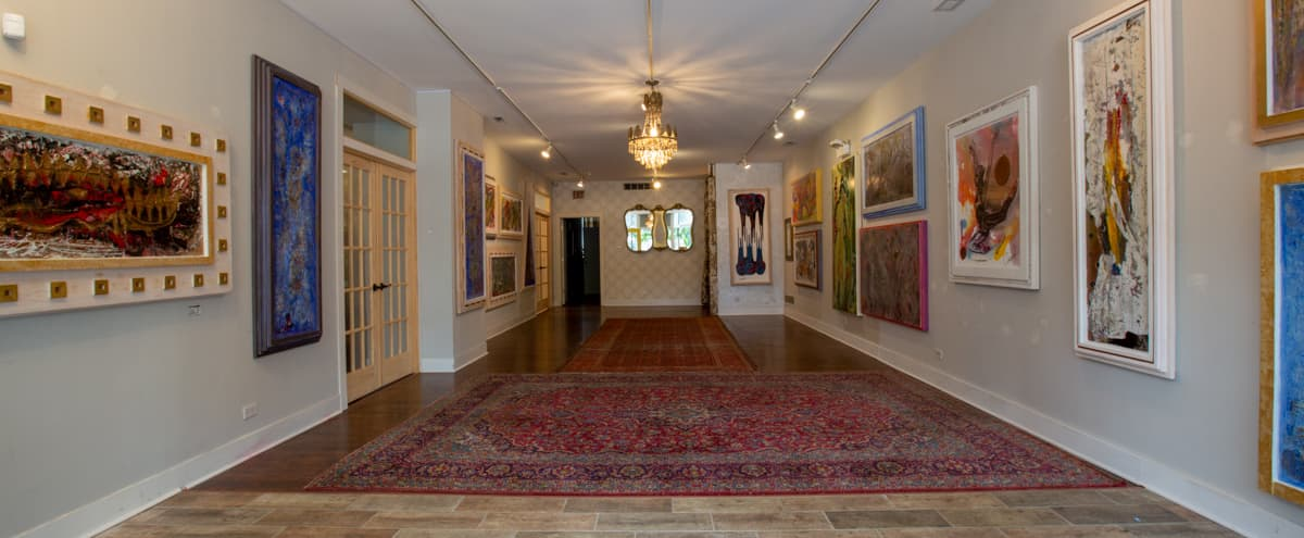 Spacious Vintage Beverly Art Gallery with Great Lighting in Chicago Hero Image in East Beverly, Chicago, IL