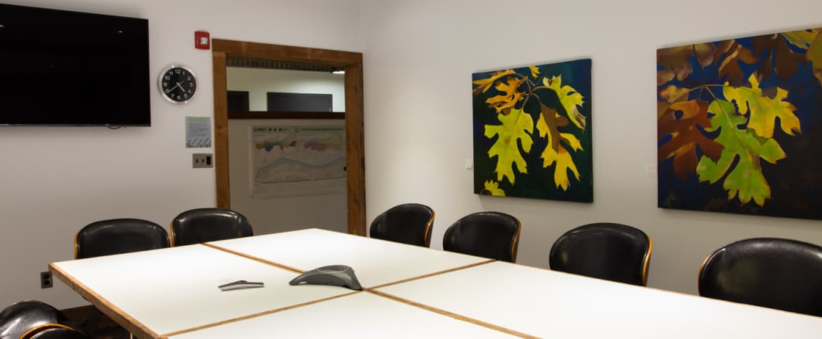 Spacious Conference Room w/ Apple TV & Whiteboard - 12 People in Portland Hero Image in South Portland, Portland, OR