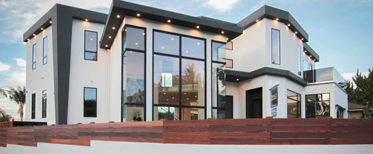 Modern Contemporary Encino Estate in Encino Hero Image in Encino, Encino, CA