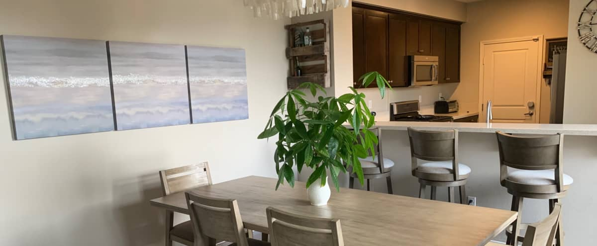 Southbay Townhome perfect for dinner parties and BBQ's in Hathorne Hero Image in HollyGlen, Hathorne, CA