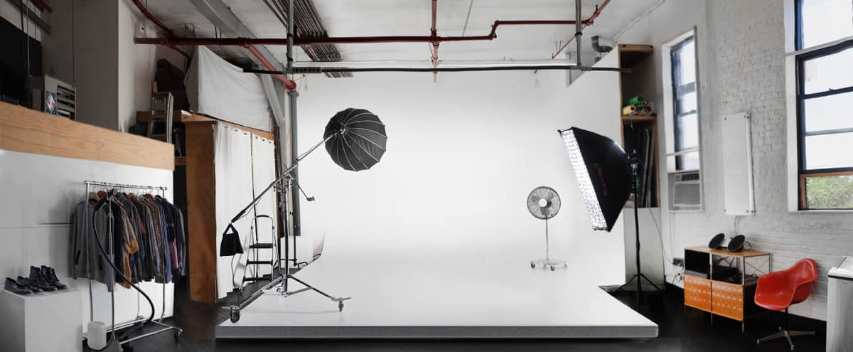 Private Photography Studio w/CYC & Pro. Photo/Video Lighting in Brooklyn Hero Image in East Williamsburg, Brooklyn, NY