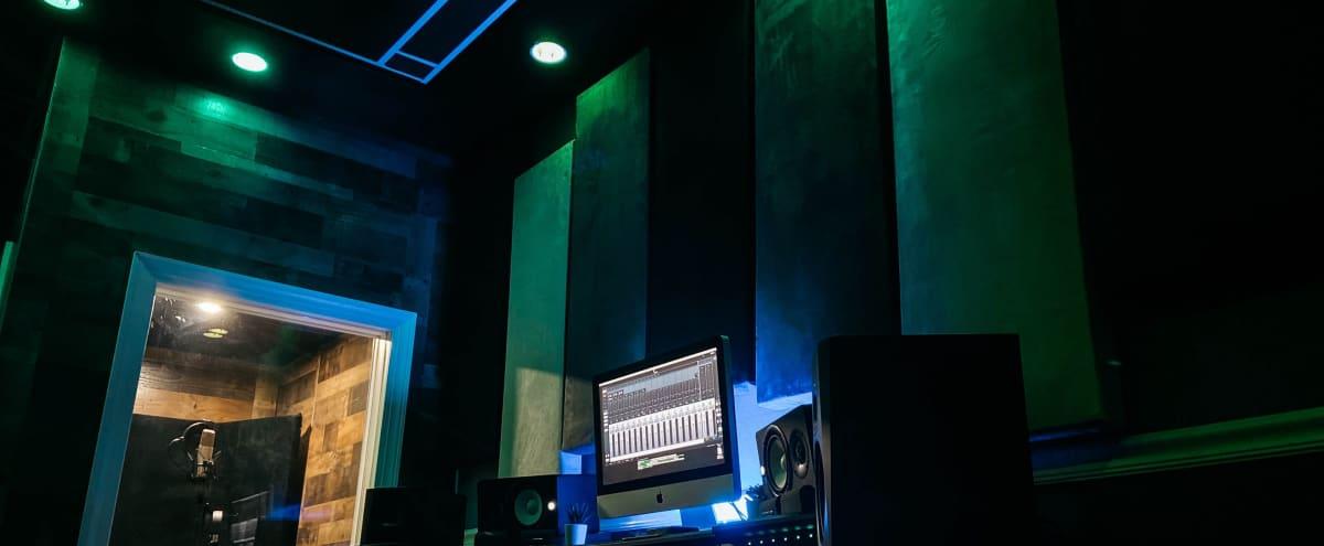 Private Cozy Recording Studio in Newark Hero Image in undefined, Newark, NJ