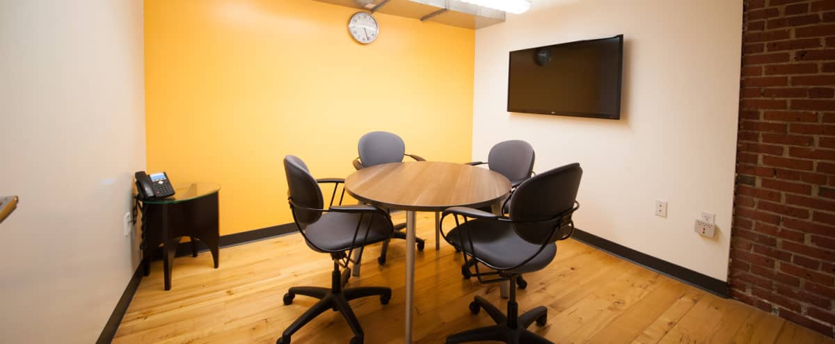 Comfortable South Station Meeting Space for 4-6 People in Boston Hero Image in Downtown, Boston, MA